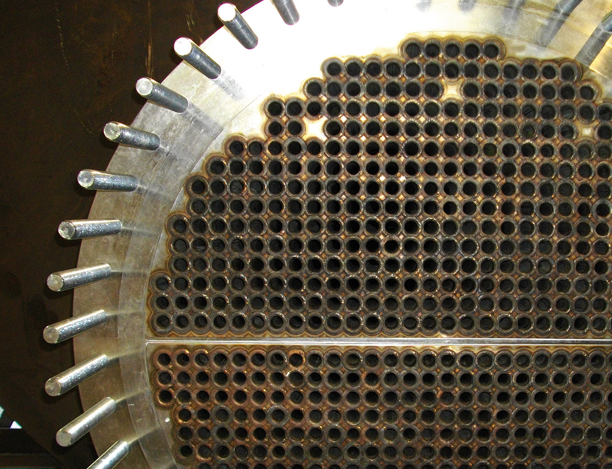 Tubesheet with expanded and welded tubes