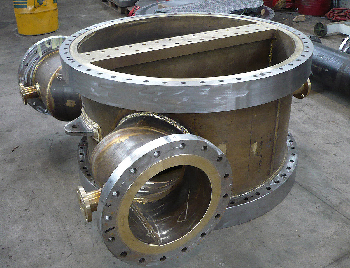 Channel cover with Cu-Al weld cladding